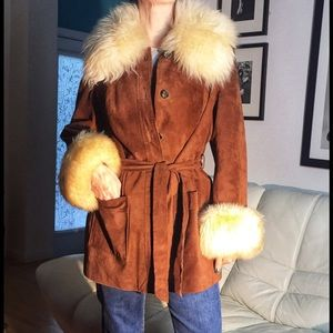 Vintage Leather Coat w Amazing Fur Detailing ✨✨